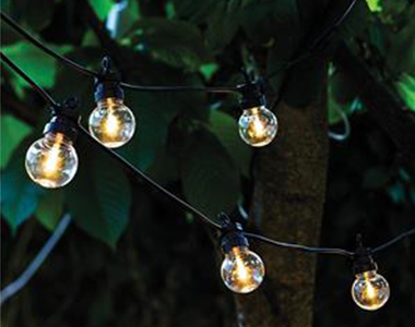 Festoon Lights are most effective at night and are a subtle and simple lighting enhancement to a function. Our Festoon Lights are available in individual lengths of 20m and in continuous runs of up to 120m.
